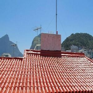 Aplicação de impermeabilizante de telhado